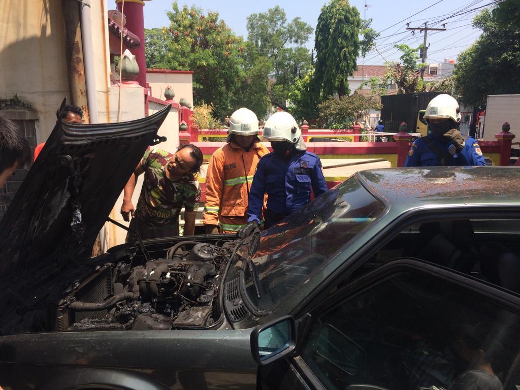 Kebakaran Mobil di Jl. Durian Utara Banyumanik